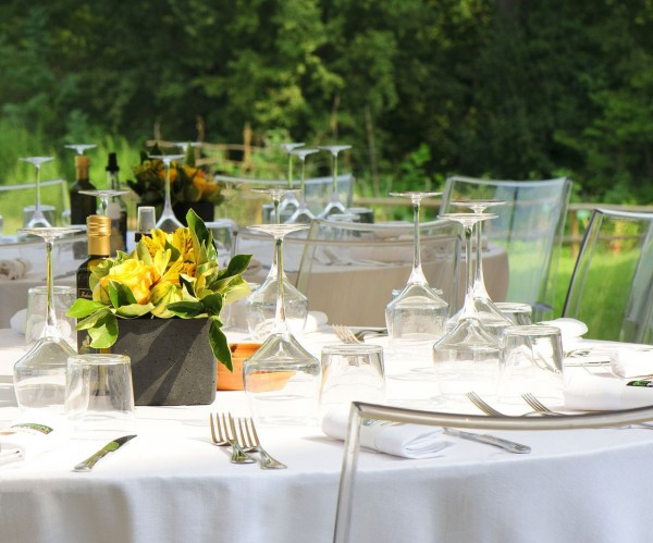 Tischdecke Klara, oval, weiß, ohne Muster, 140x240